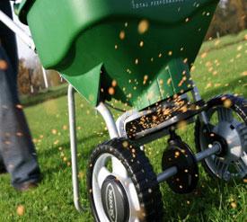 lawn fertilisation by spreader